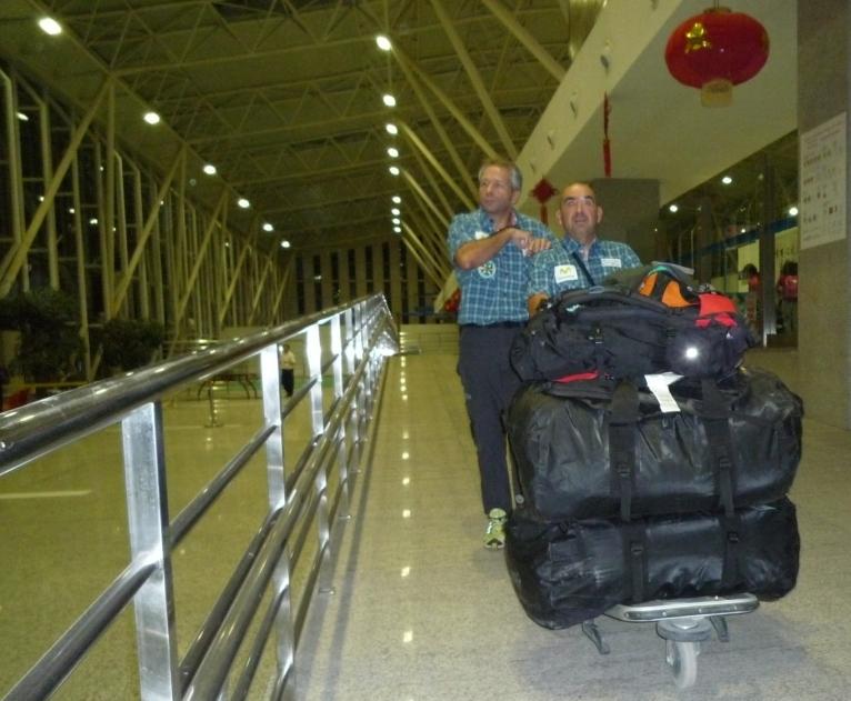20130905111452-03-y-04-aeropuerto-oscar-y-moises.jpg
